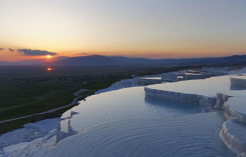 بالصور: أجمل حمامات السباحة الطبيعية حول العالم 12.jpg