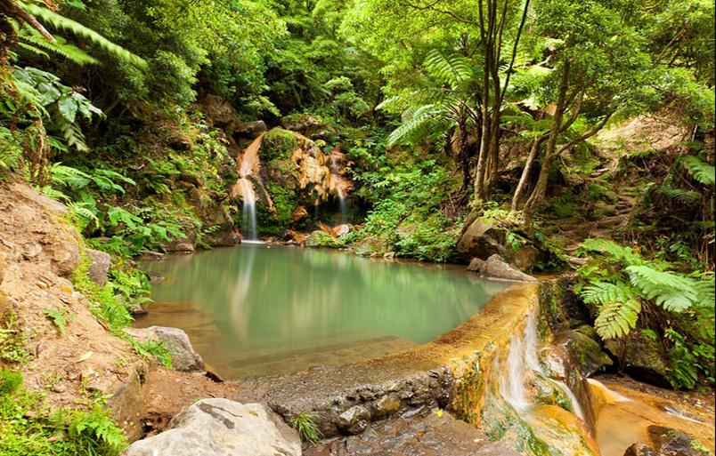 بالصور: أجمل حمامات السباحة الطبيعية حول العالم 23.jpg